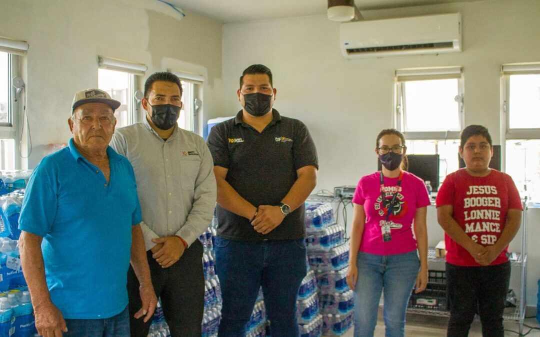 Dona Grupo Educativo 16 de Septiembre 1,530 botellas de agua a Albergue Peregrino